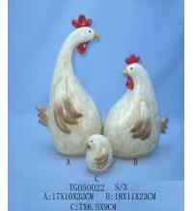 Handmade Carved Polyresin Figurine , Resin Chicken Figurines For Garden Decor