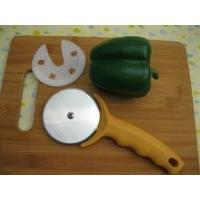 Popular round stainless steel cake-cutting device cake cutter with ABS handle,with cover